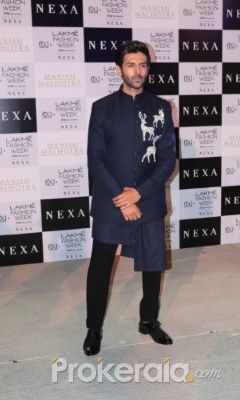 Kartik Aaryan Turns Showstopper For Manish Malhotra
