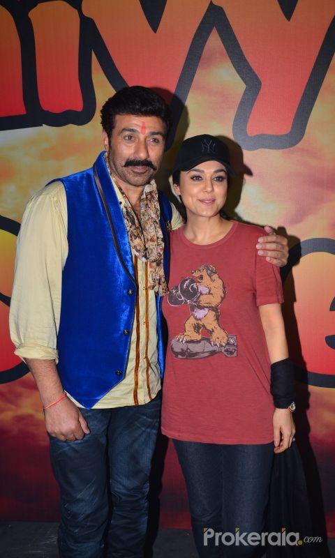 Sunny Deol and Preity Zinta @ Bhaiyyaji Superhitt movie Location Still