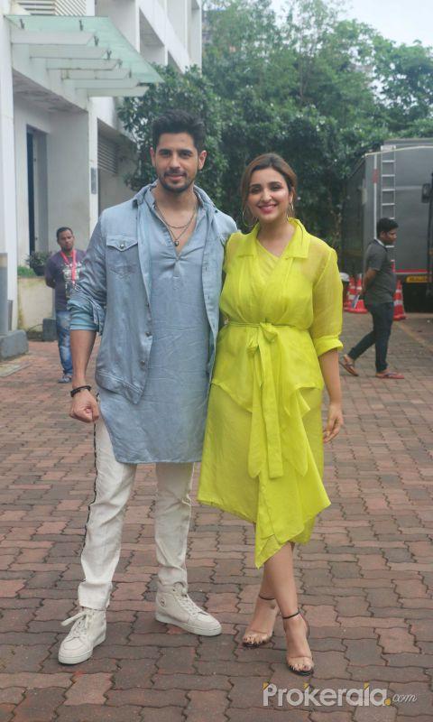 Parineeti Chopra & Sidharth Malhotra promote their film Jabariya Jodi on the Dance India Dance at filmcity