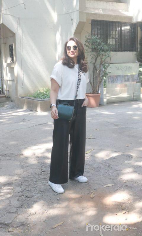 Parineeti Chopra Spotted At Saloon In Juhu-