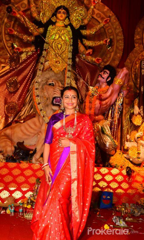 Rani Mukerji at Durga Puja in juhu WITH Red Saree
