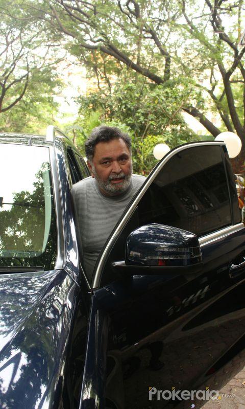 Rishi Kapoor spotted at bandra