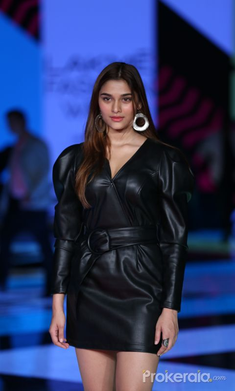 Actress Saiee Manjrekar walk the ramp at Lakme Fashion Week in mumbai