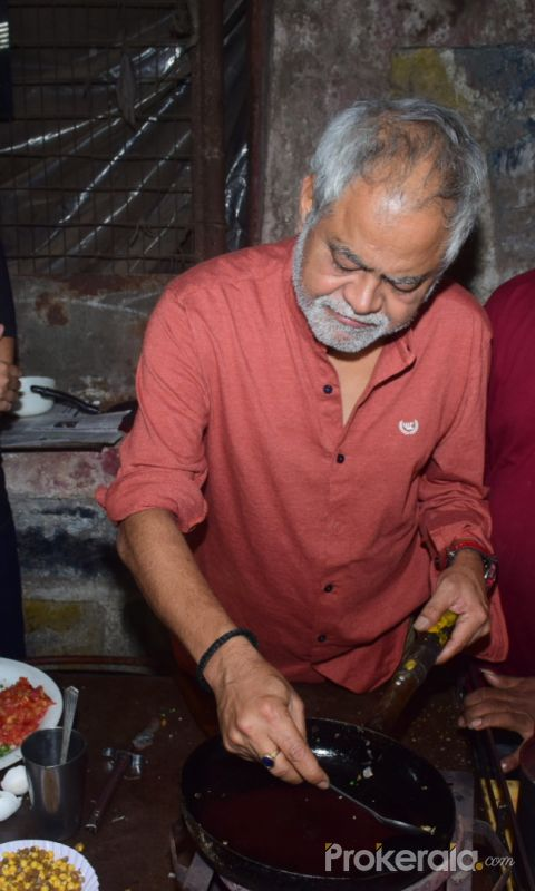 Actor Sanjay Mishra at Goregaon omelet pav stall for the promotion of film Kaamyaab