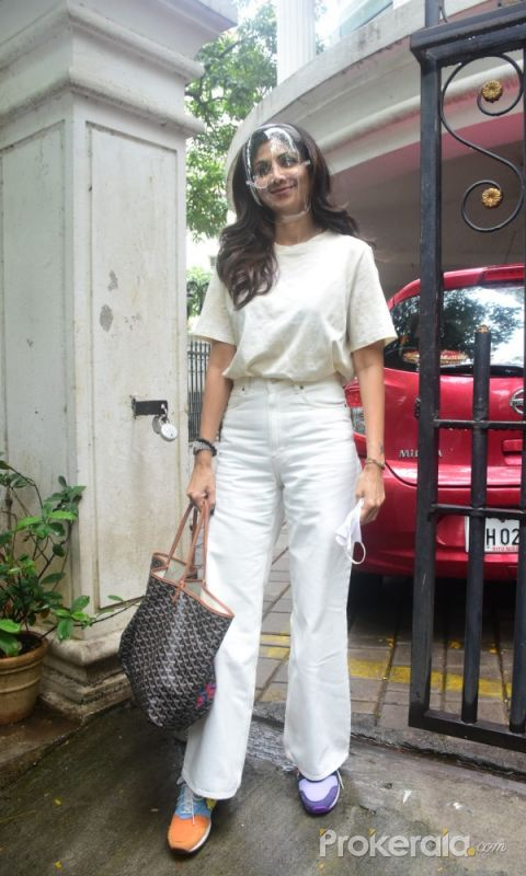 Shilpa Shetty Spotted At Clinic In Bandra