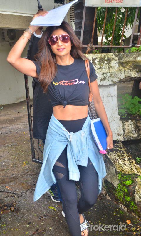 Shilpa Shetty spotted at kromakey juhu