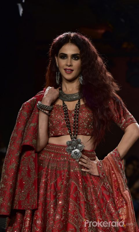 Showstoppers at Lakme Fashion Week -  Genelia D Souza