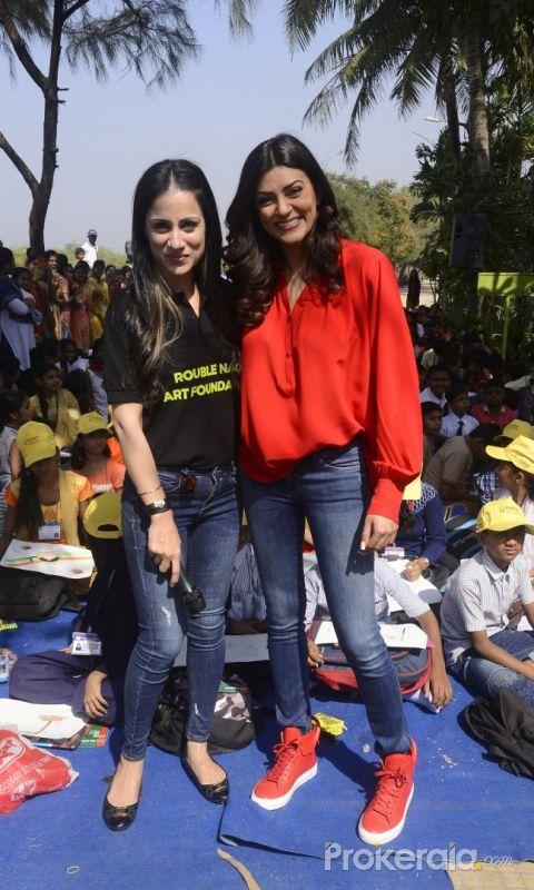 Sushmita Sen Celebrate Republic Day Art Camp With Kids