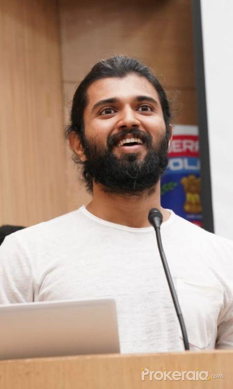 Vijay Devarakonda urges people to donate plasma - Covid-19