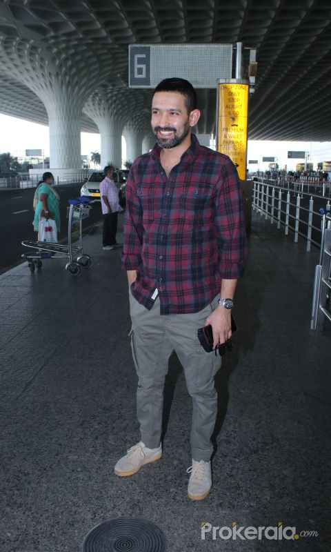 Vikrant Massey Spotted At Airport Departure