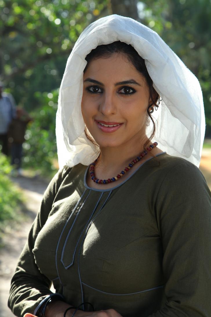 Isha talwar with thattam isha talwar latest images
