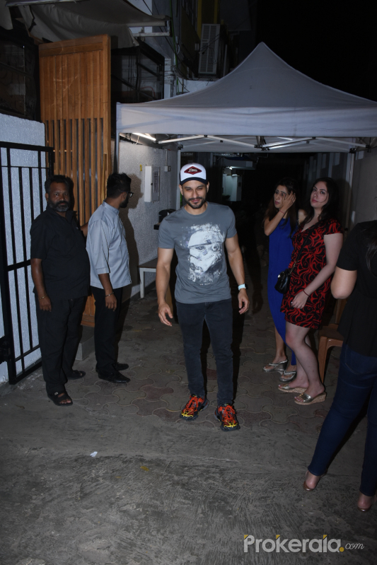 Actor Kunal Khemu spotted at bandra