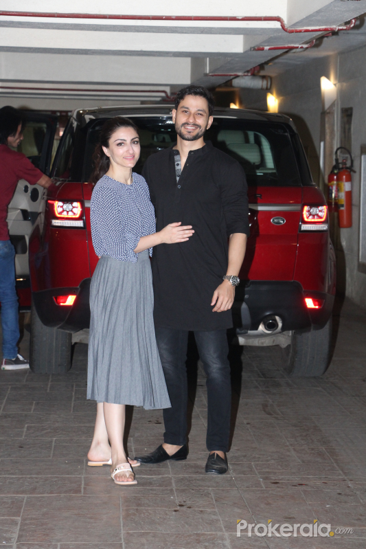 Actor Kunal Khemu and Soha Ali Khan spotted at Kareena Kapoor's house in bandra