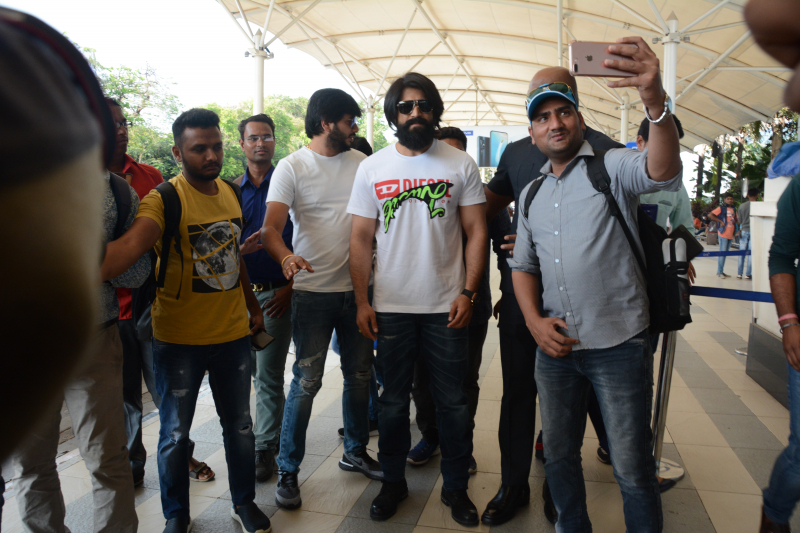 Actor Yash takes selfie with fans at airport