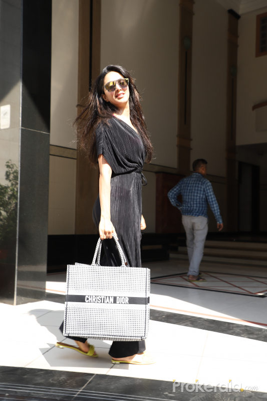 Actress Kiara Advani seen at juhu
