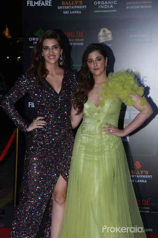 Actress Kriti Sanon and her sister Nupur Sanon in Filmfare Glamour And Style Awards 2019.