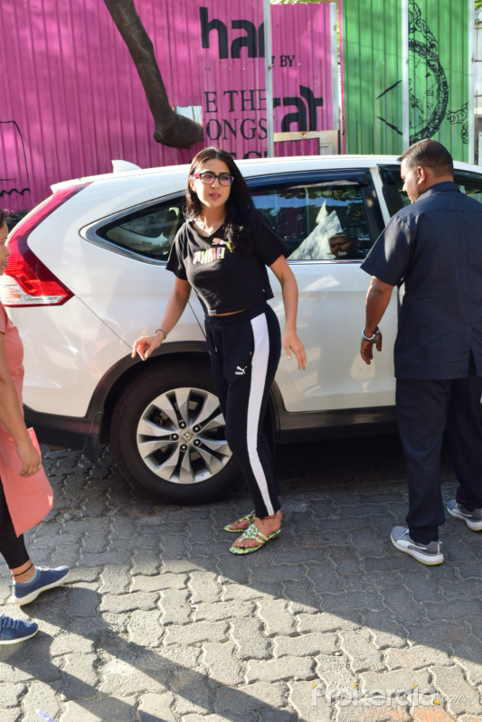 Actress  Sara Ali Khan spotted at juhu street