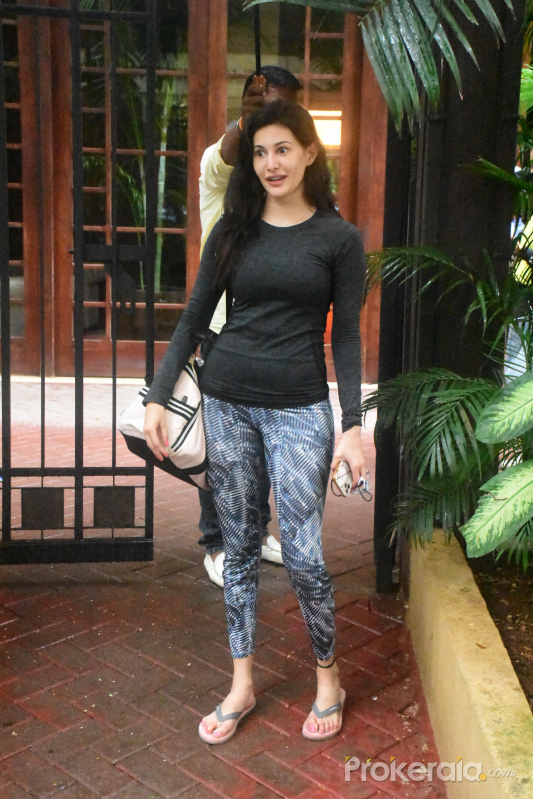 Amyra Dastur spotted at bandra