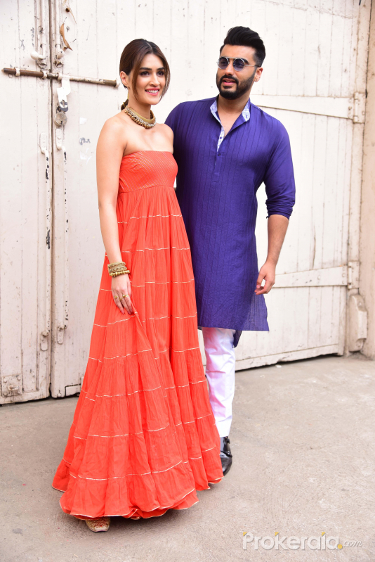 Actors Arjun Kapoor & Kriti Sanon spotted promoting their film Panipat