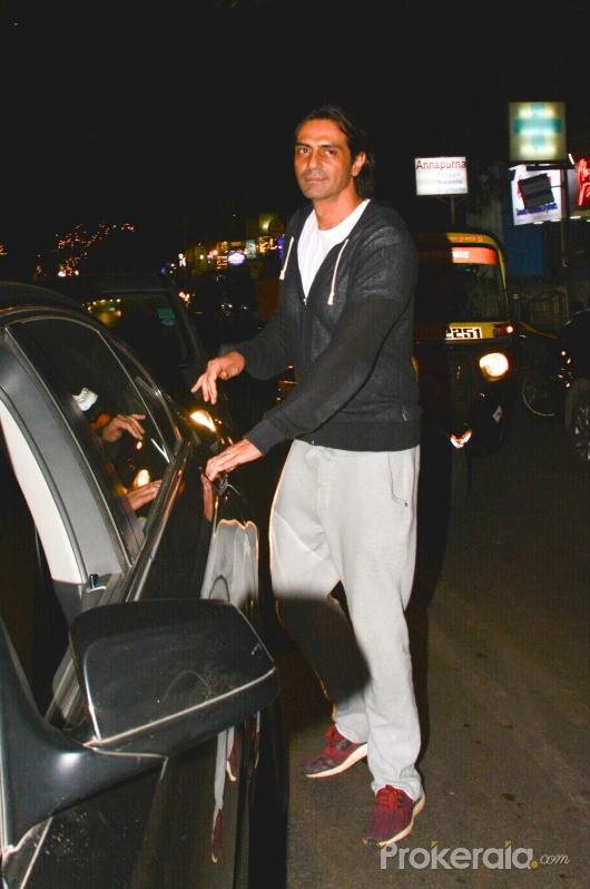 Arjun Rampal potted at Hawain Shack in bandra
