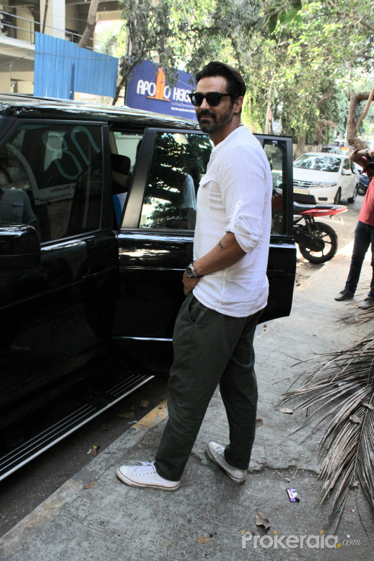 Arjun Rampal spotted at bandra - photos