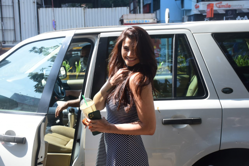 Daisy Shah Spotted At Bandra