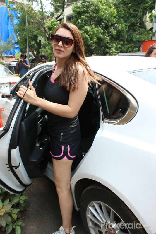 Hansika Motwani Spotted At Bandra