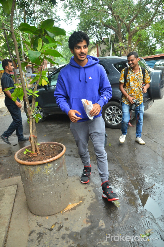 Ishaan Khattar spotted at juhu