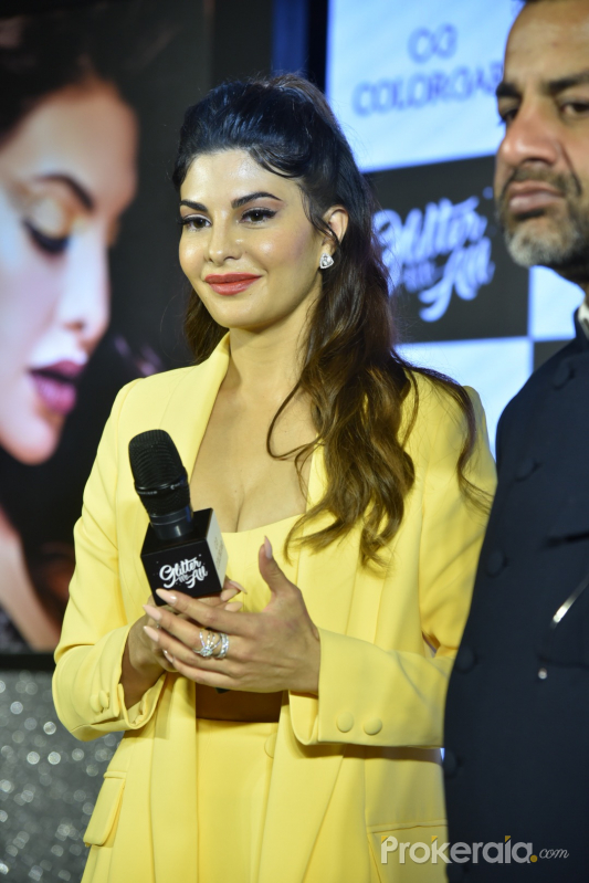 Jacqueline Fernandez at launch of colorbar glitter me