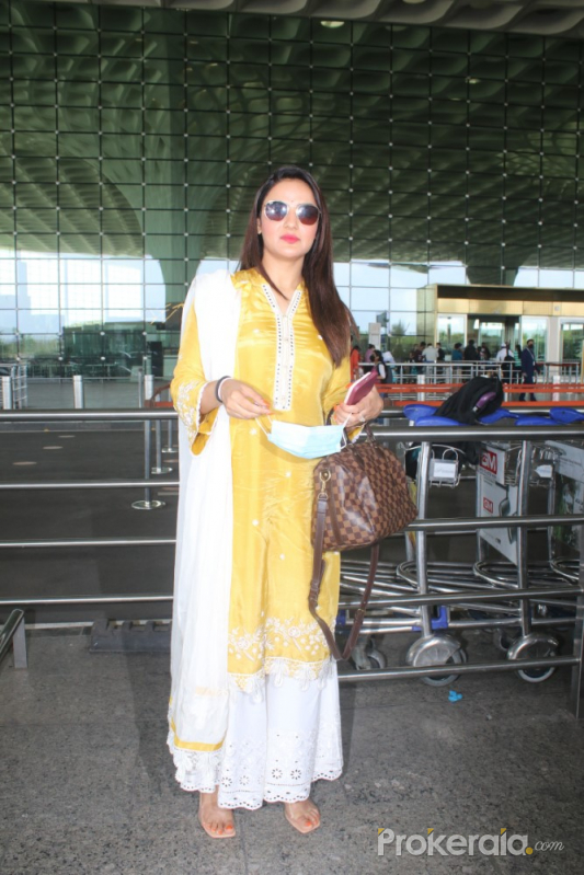 Jasmin Bhasin Spotted At Airport Departure