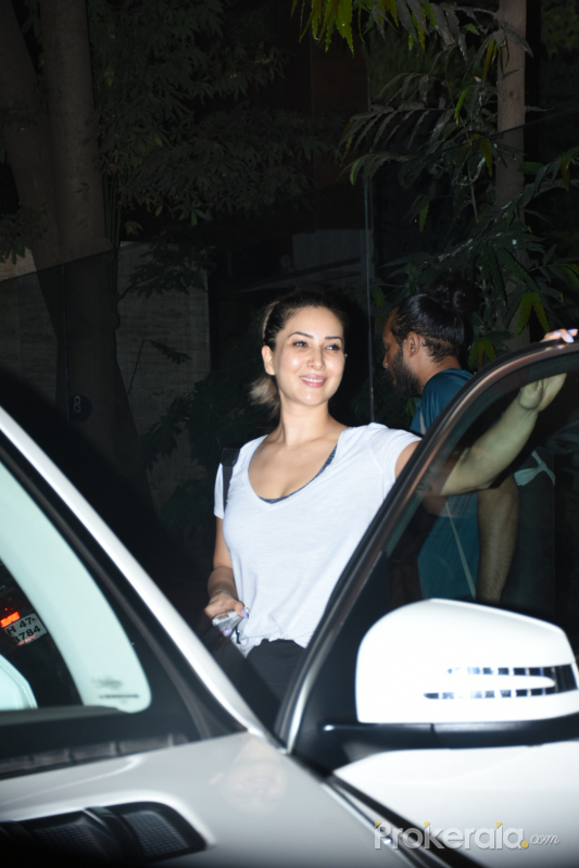 Kim Sharma spotted at bandra