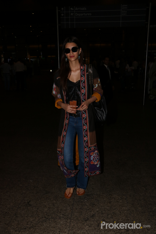 Kriti Sanon Spotted At Airport - Photos