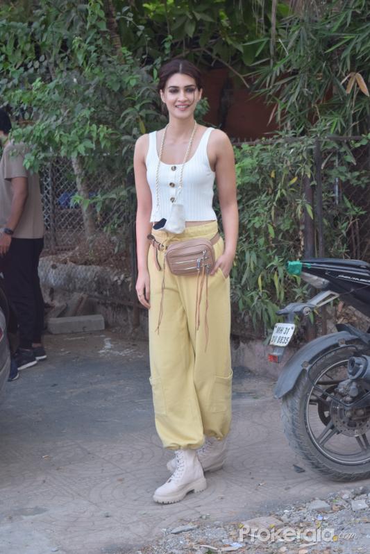 Kriti Sanon spotted at Andheri