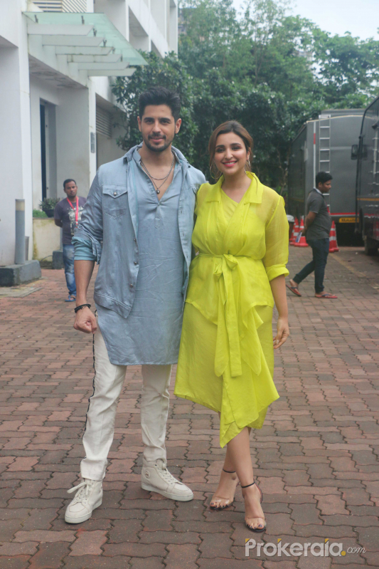 Parineeti Chopra & Sidharth Malhotra promote their film Jabariya Jodi on the Dance India Dance at filmcity