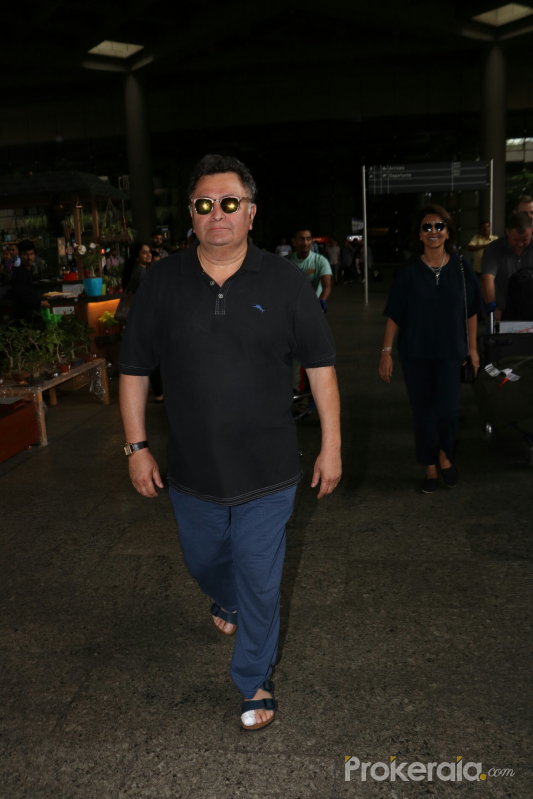 ​Rishi Kapoor  Spotted At Airport