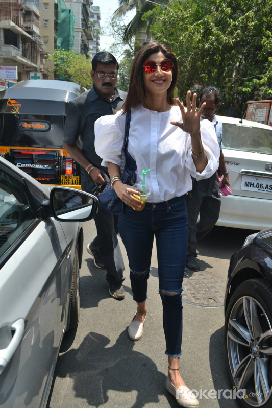 Shilpa Shetty Spotted At Farmers Cafe Photo