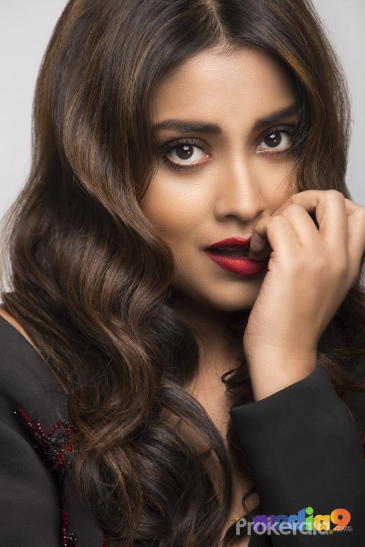 Shriya Saran New Hot Photos Download