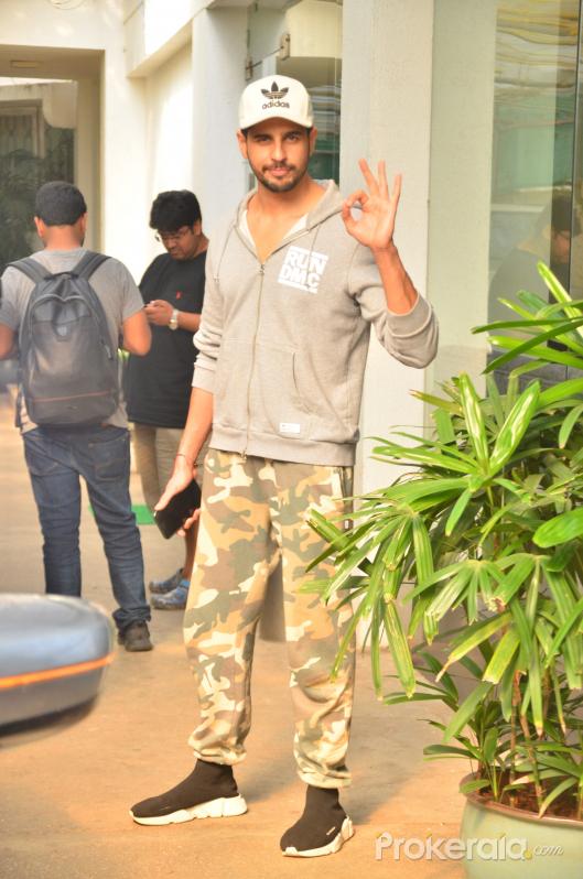 Siddharth Malhotra spotted sunny sound juhu