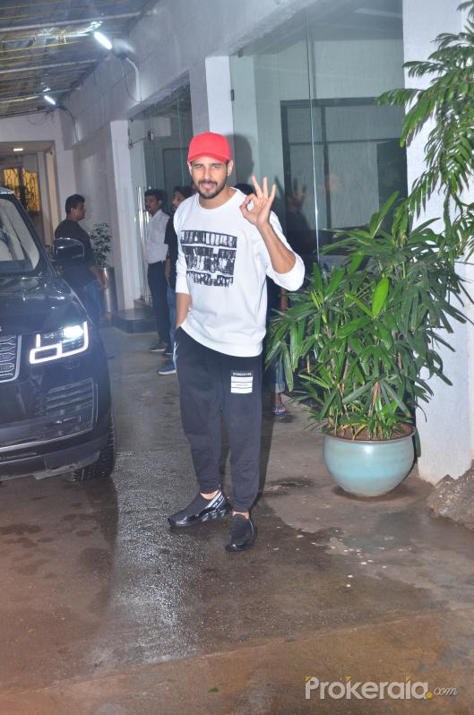 Sidharth Malhotra spotted at sunny sound juhu