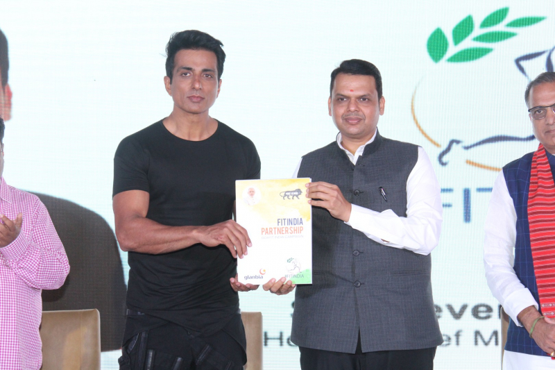 Sonu Sood  and Devendra Fadnavis Support FIT INDIA Conclave