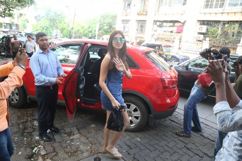 Tara Sutaria at bandra Street