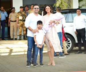 Actress Shilpa Shetty poses for a photo with her family