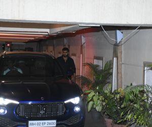 Actor Arjun Kapoor spotted at Kareena Kapoor's house in bandra