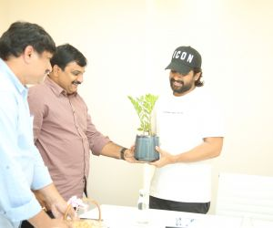 Actor Allu Arjun donation to Film Newscasters Association