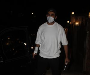 Actor Kartik Aaryan spotted wearing a mask at juhu