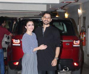 Actor Kunal Khemu and Soha Ali Khan spotted at Kareena Kapoor's house in bandra