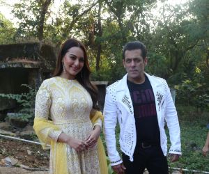 Actor Salman Khan and Sonakshi Sinha During the promotions of film Dabangg3.