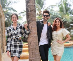 Actors in Promotion Shooting of  their Movie Pati Patni Aur Woh.