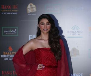 Actress Daisy Shah in Filmfare Glamour And Style Awards 2019.