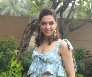 Deepika Padukone looks elegant and classy as she picks up Crystal Award at WEF